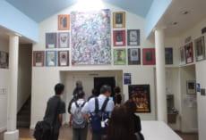 壁に飾られているのは生徒たちの作品です。