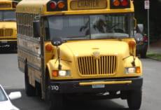 The Bush Schoolの行き来は,こちらのアメリカらしい黄色のスクールバスを利用しました。