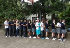 最後にボランティア生徒とグループメンバー一緒に写真を撮りました。先生も一緒です。