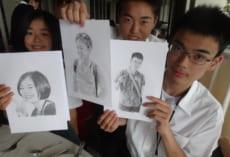ボランティア生徒から,こんなステキなプレゼントをもらった人も。鉛筆画ですが,まるで写真のようです。