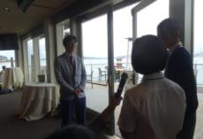 実行委員長水越寛人さん,副実行委員長曽根理紗子さんから中村先生へのお礼の言葉。サプライズでした。
