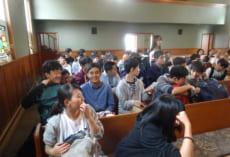 マッチング(面会)会場。各地区,こうした教会でおこなわれました。