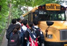 UWからブッシュスクールへスクールバス